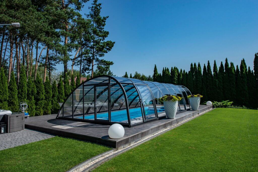 This retractable polycarbonate model by Starlight Pools